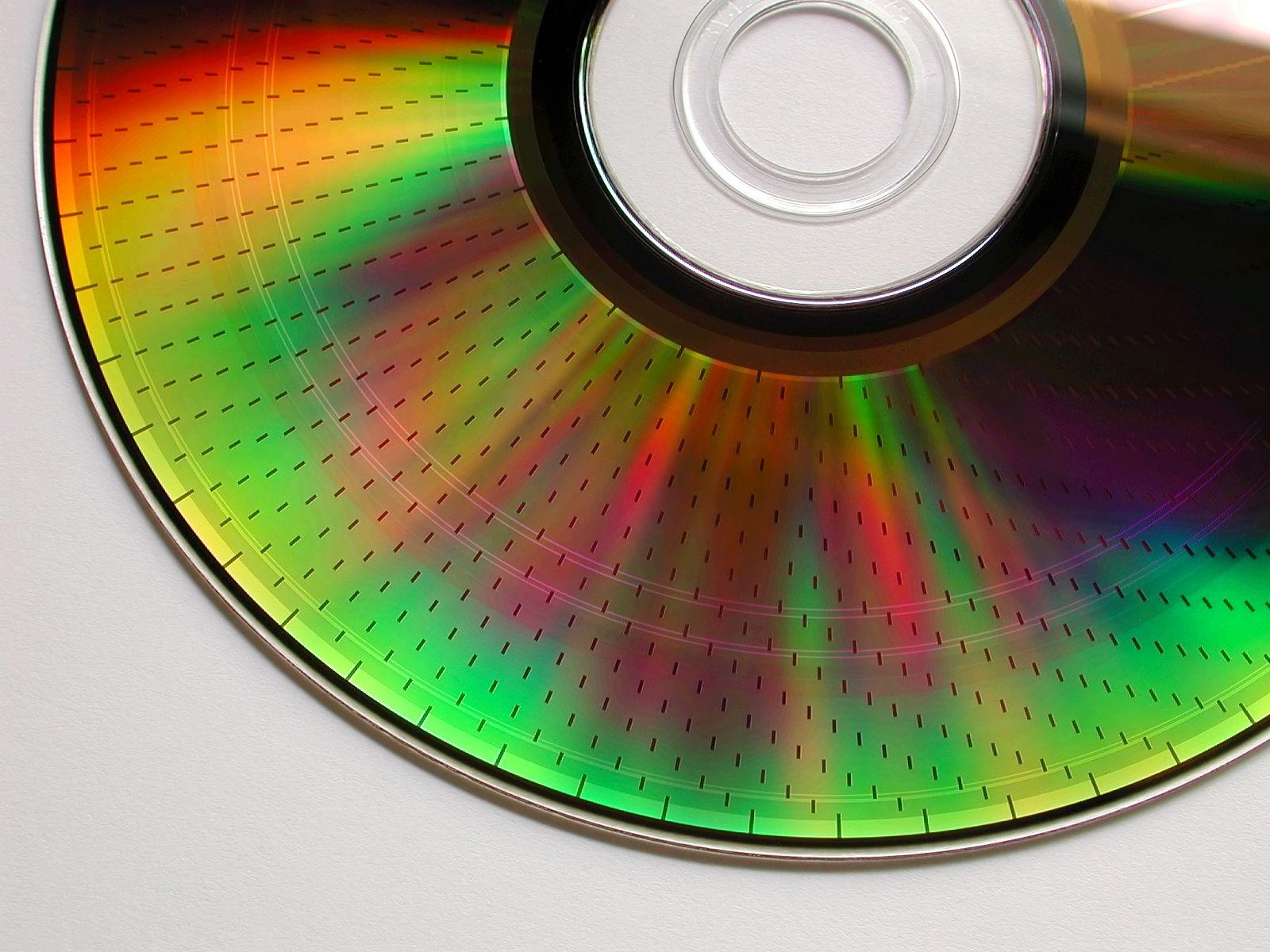Farbenspiel auf der Datenseite einer 4,7 GB DVD-RAM