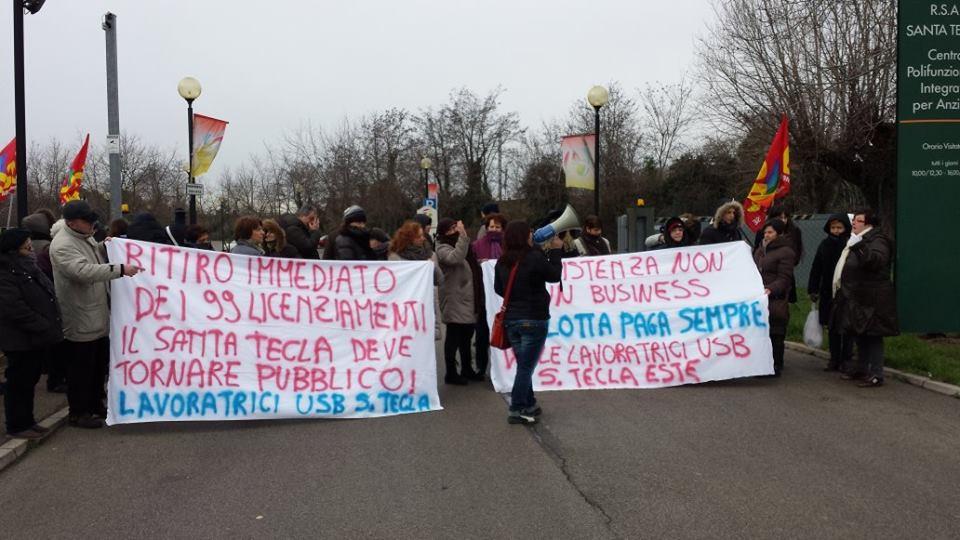 """Un momento delle proteste (fonte: pagina Fb dell'associazione """"Aiutiamoci Insieme"""")"""