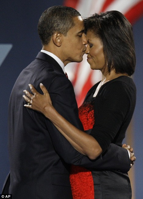 barack-obama-kisses-his-wife-michelle
