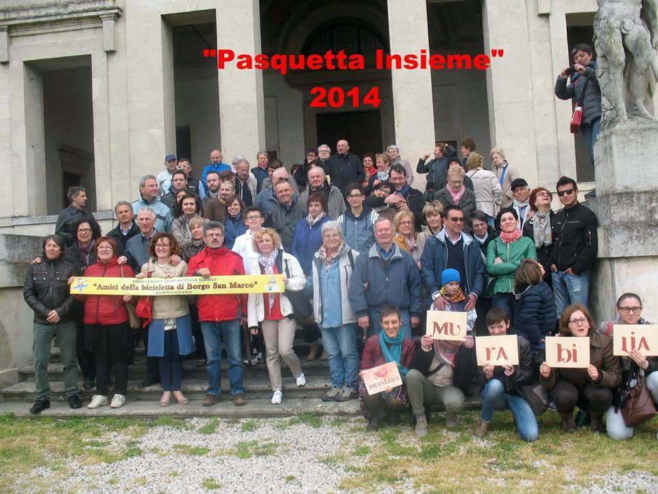 Foto di gruppo dopo la visita a Villa Poiana