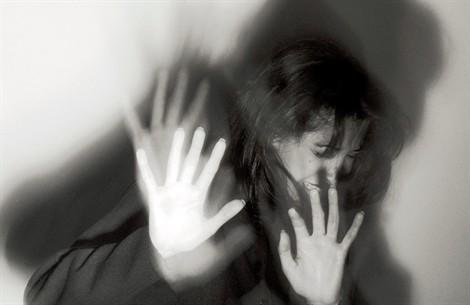 violenza-stupro-donna-donne_470x305
