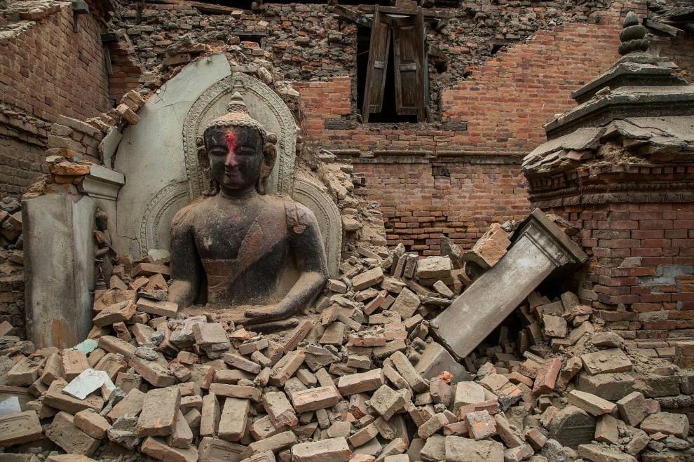 (Templi e centri storici distrutti dopo il terremto di sabato 25 aprile 2015 Fonte:www.repubblica.it)