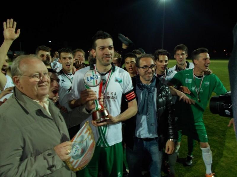 Capitan Marin con la Coppa Veneto