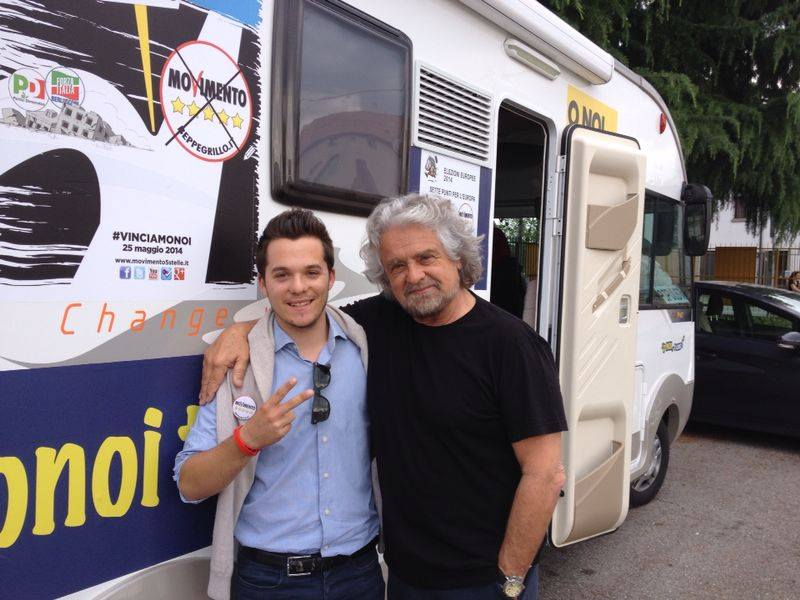 (Bernardini con Beppe Grillo. Foto tratta dal profilo Facebook del consigliere)