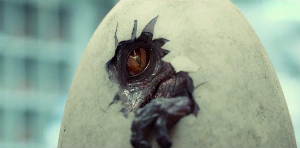 Un cucciolo di raptor esce dall'uovo. (Fonte immagine: deviantart.com)