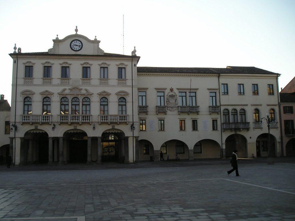 (Il municipio di Este. Foto: insiteadigeeuganei.wordpress.com)