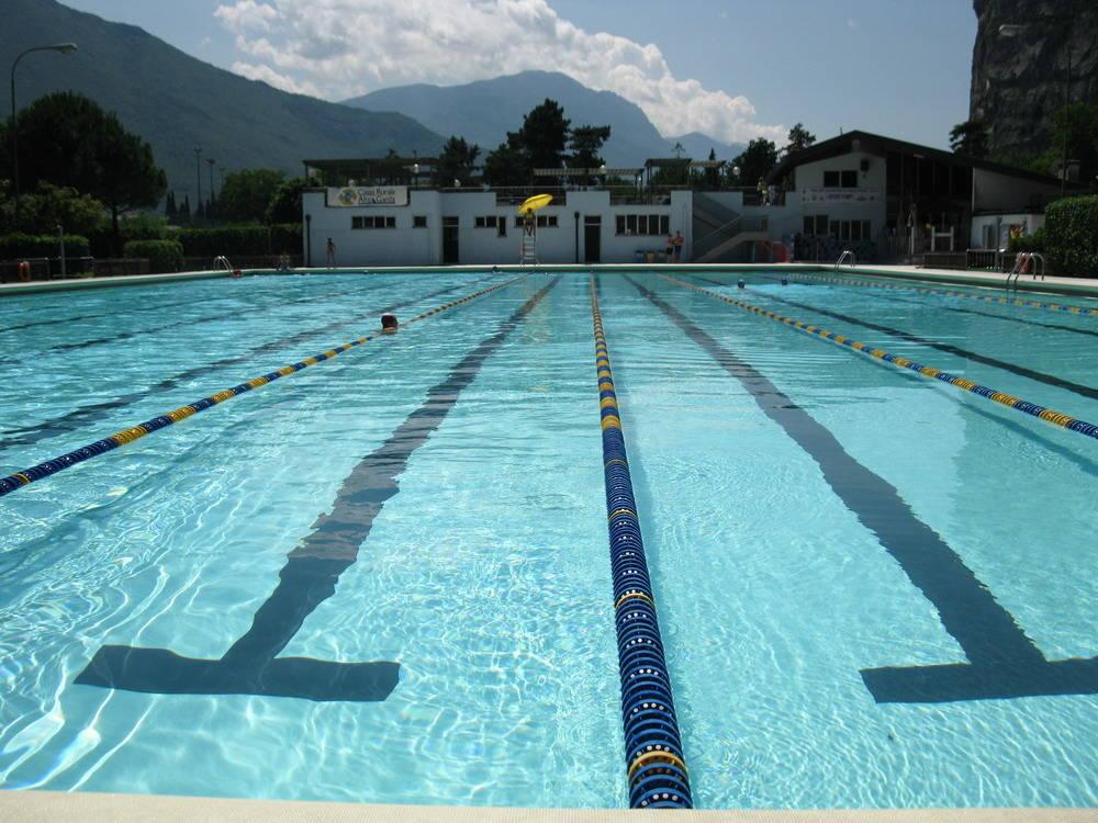 Este maxi furto in piscina derubato gruppo di giovani - Piscina comunale livorno corsi acquagym ...