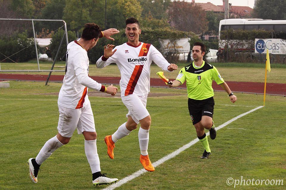 (Mastroianni esulta dopo il gol dell'1-0 al Ripa La Fenadora. Foto per gentile concessione di www.photoroom.it)