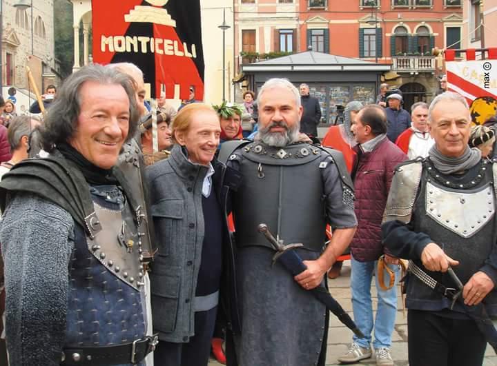 """(Osvaldo Bevilacqua assieme ad alcuni """"ciceroni"""" di giornata. Fonte foto: Max Vinella)"""