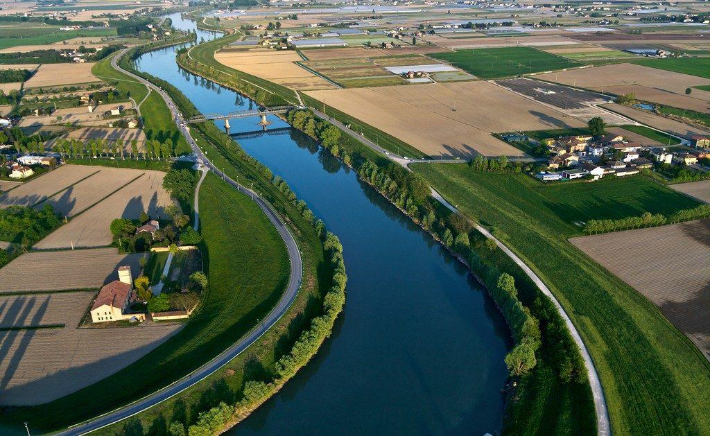 (Fiume Adige. Foto di repertorio. Fonte: www.skyscrapercity.com)