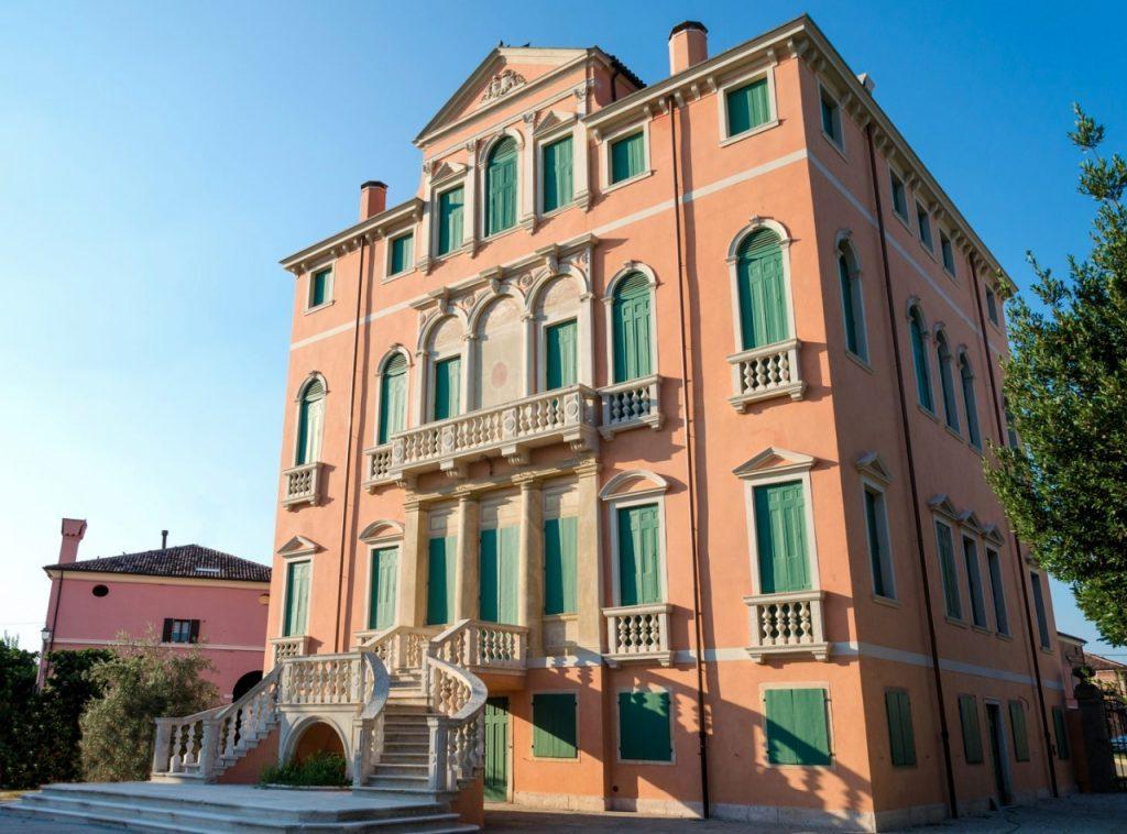 (Villa Contarini Giovanelli Venier, foto di repertorio. Fonte: navigandotraicolli.webnode.com)