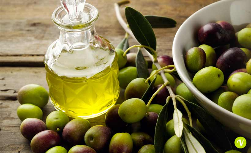 (Olio e olive, foto di repertorio. Fonte: www.viveresano.net)