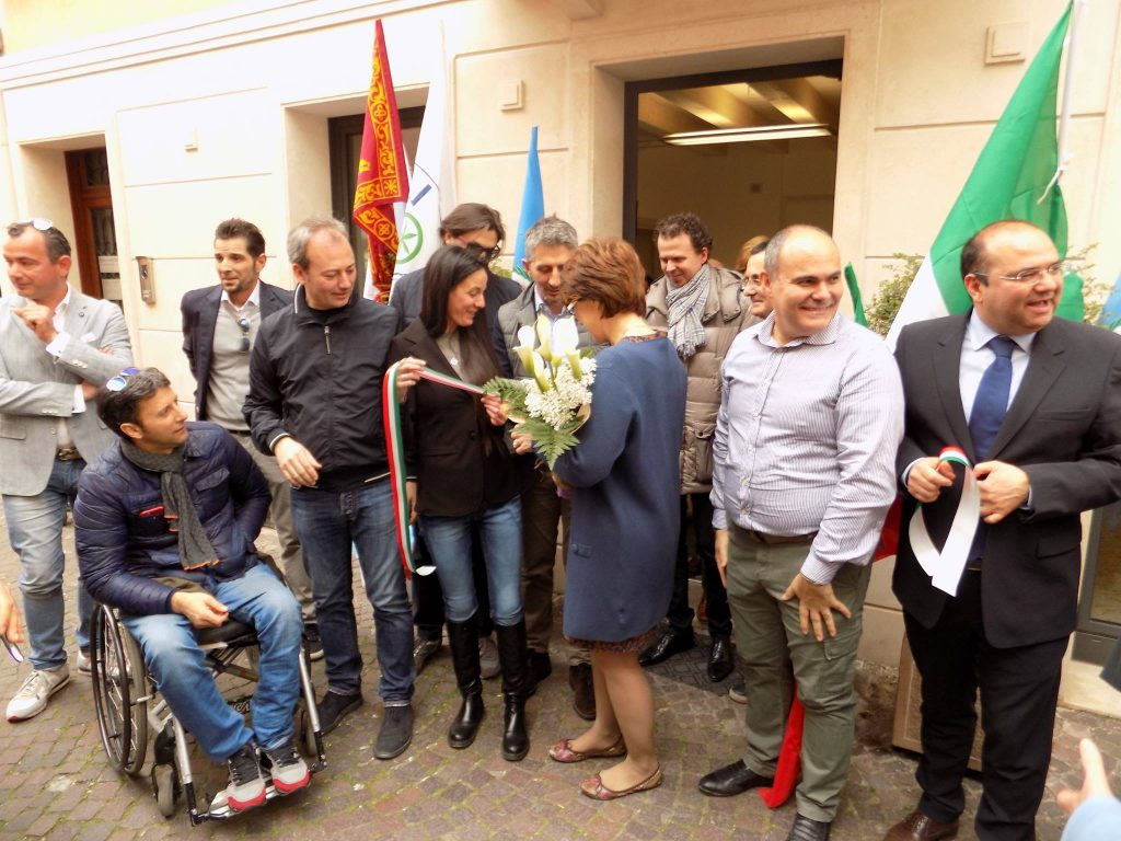 (Il taglio del nastro della sede elettorale di Roberta Gallana in via Ubertino da Carrara)