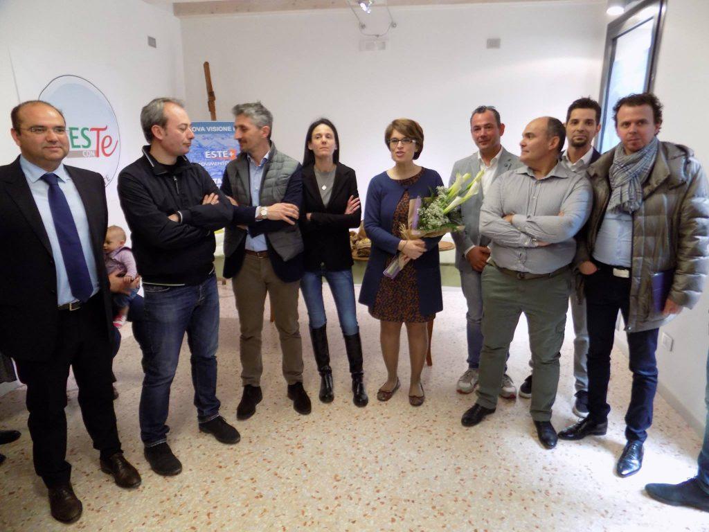 (Gli esponenti dei partiti e delle liste civiche che sostengono la candidatura di Roberta Gallana)