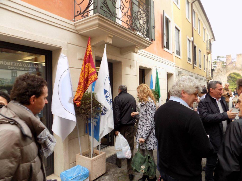 (L'inaugurazione della nuova sede elettorale di Roberta Gallana in via Ubertino da Carrara)