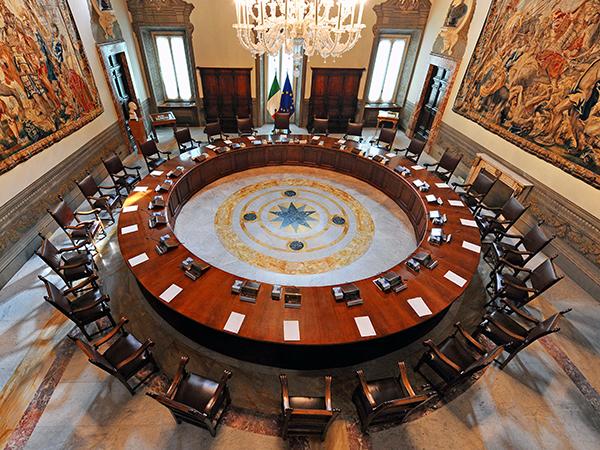 La sala del Consiglio dei Ministri vista dall'alto. (www.governo.it)