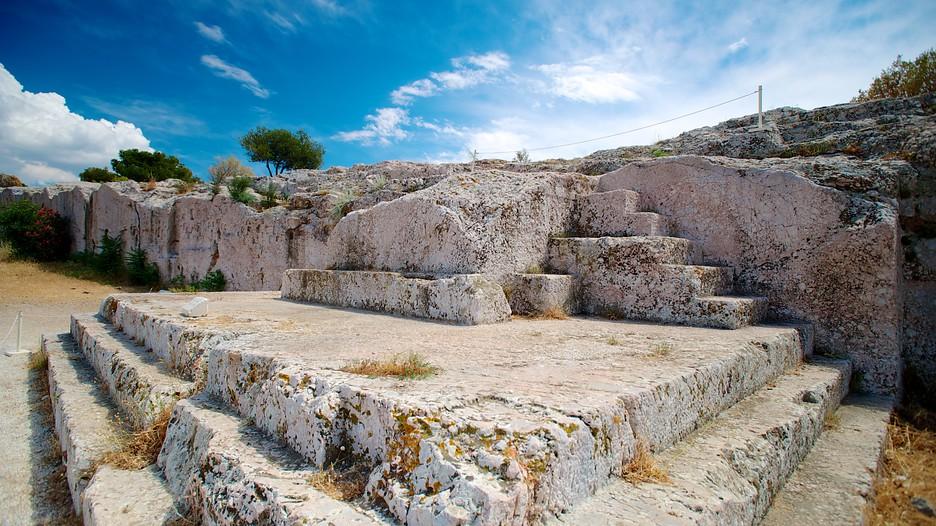 La piattaforma degli oratori nella Pnice, collina di Atene sede dell'ecclesia, l'assemblea dei cittadini ateniesi. (fonte foto: junior.senat.fr)