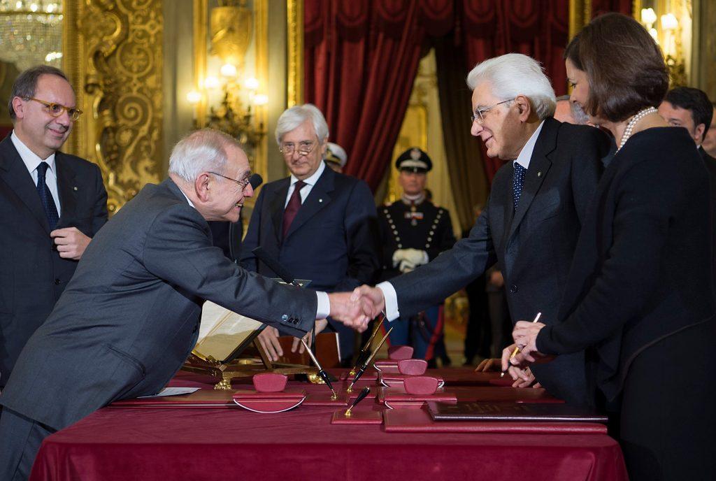 Il nuovo giudice della Corte costituzionale Franco Modugno e il Presidente della Repubblica Sergio Mattarella.