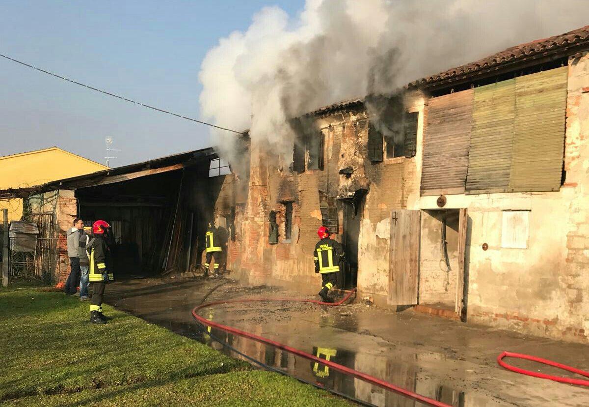 Bresega di ponso incendio distrugge una casa colonica for Piani di una casa colonica